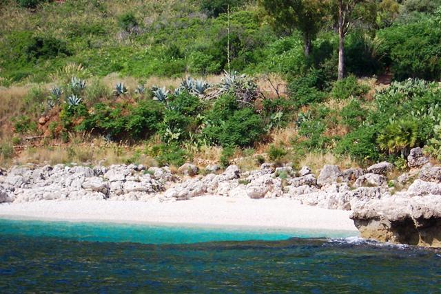 Praia cristalina em San Vito Lo Capo