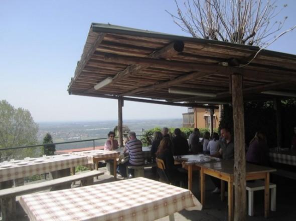 restaurante na colina na Itália