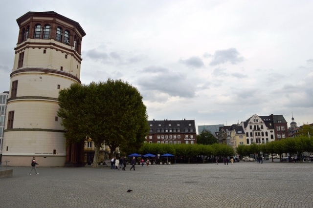 Praça Burgplatz com o Schlossturm