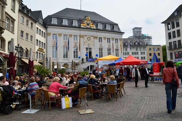 Passeio em Bonn-Marktplatz com o Alte Hathaus